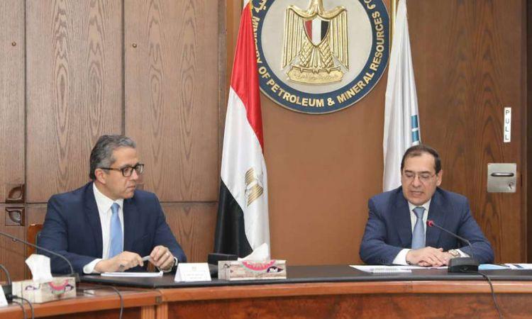 وزير السياحة والآثار يجتمع مع وزير البترول