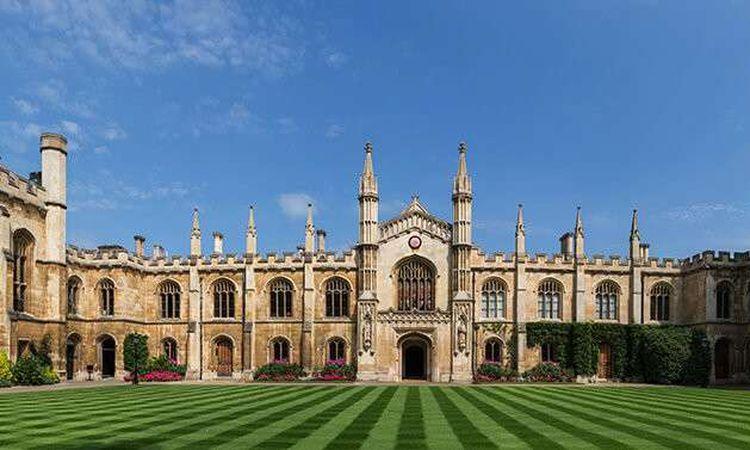 جامعة كامبريدج تعلن الدراسة عبر الإنترنت بالكامل بداية من العام