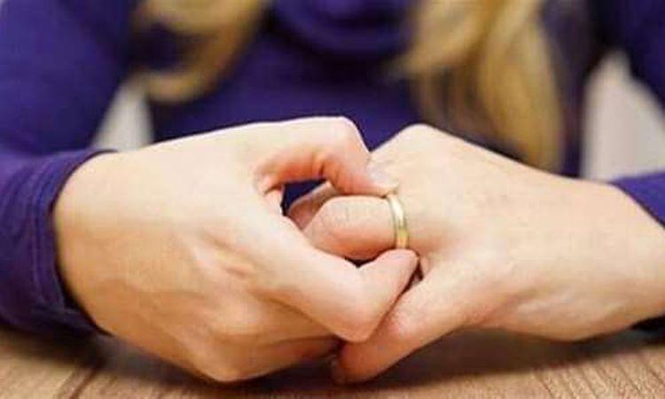 """هدى من داخل محكمة الأسرة """" غلطت معاه فى الخطوبة وبعد الزواج بيعايرنى وفضحنى قدام اهله """""""