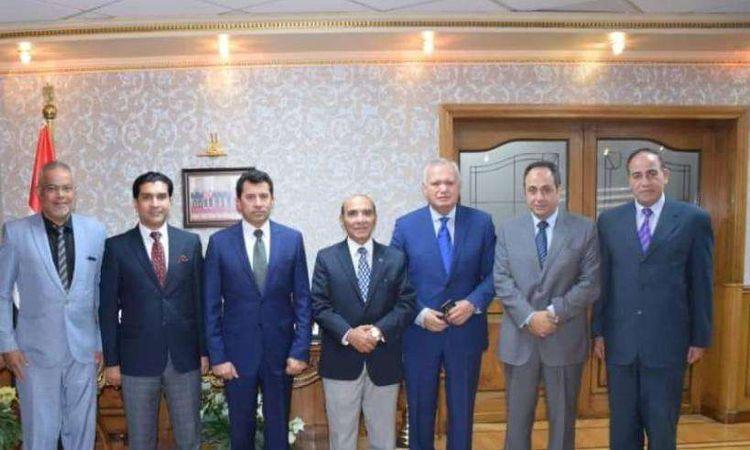 وزير الشباب والرياضة مع أعضاء إتحاد الميني فوتبول