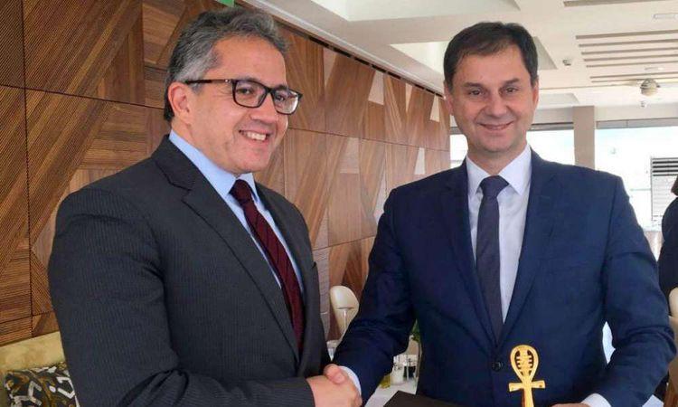 وزير السياحة مع نظيره اليوناني