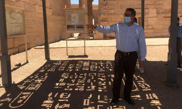 وزير السياحة والآثار في معبد فيلة بأسوان