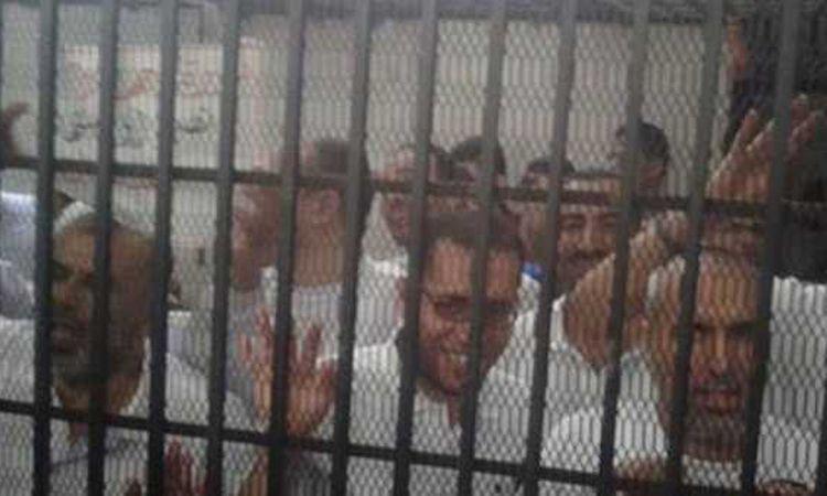 """محاكمة 3 متهمين بـ""""اقتحام قسم العرب"""""""