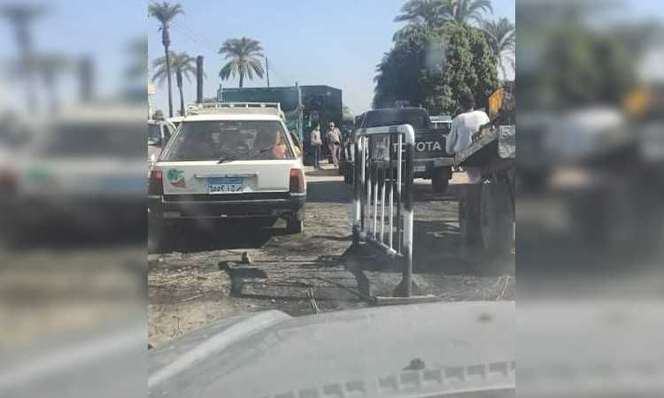 أنصار مرشح يقطعون الطريق في قنا